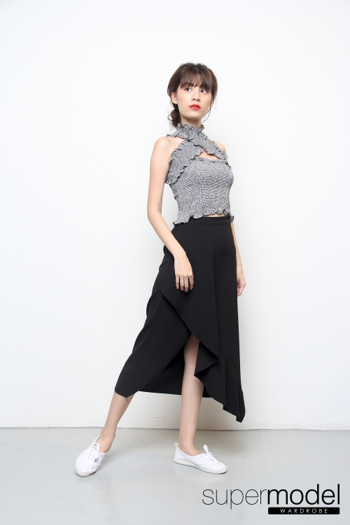 Mag Off Shoulder Top (Black)