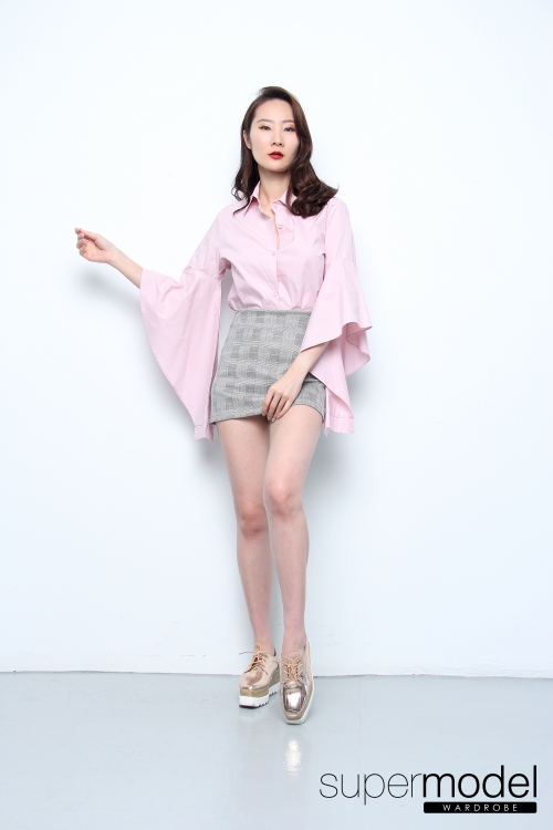 Lena Flowy Sleeves Collar Top (Light Pink)