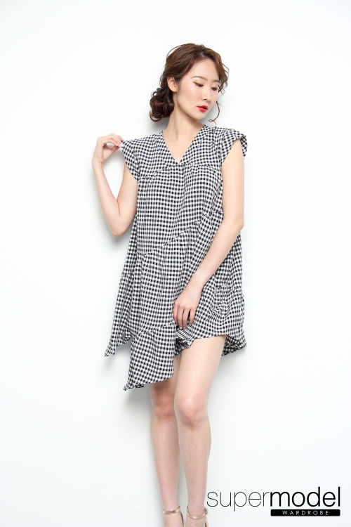 Penelope Checkered Dress (Black)