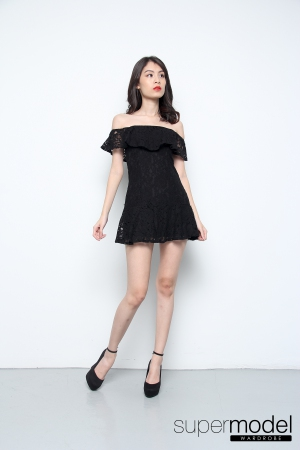 Zina Off Shoulder Fish Tail Lace Pleated Dress (Black)