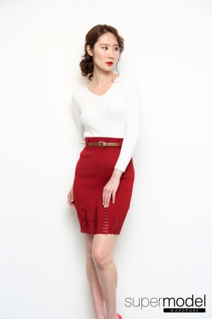 Holed Knitted Skirt (Red)