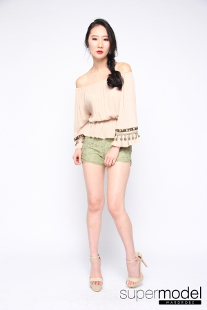 Bloomy Embroidery Top (Light Brown)